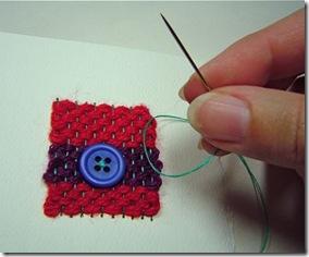 Insira algum detalhe como miçangas, botões ou sementes