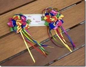 Chaveiro e broche de flores de chita da Paulinha Sales