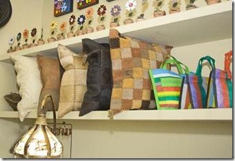Almofadas em couro feitas por Ivânia