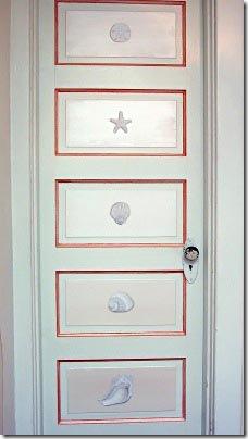 Trompe L'oeil é o truque desses adesivos que transformaram essa porta antiga