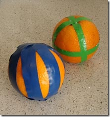 Marque a laranja usando fita adesiva