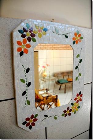 Linda moldura em mosaico, feito pelas mãos da artesã Telma Coelho