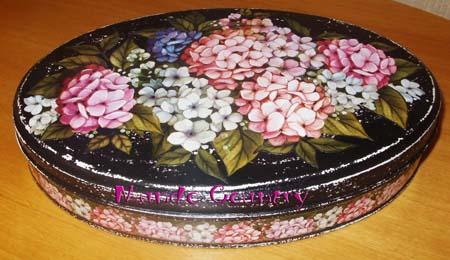 Lata de chocolates reciclada em porta-jóias pela Thays