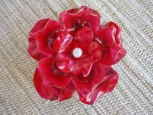 Broche vermelho em pet da Sherol Vinhas