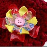 Broche de flor engomada, feito em tecido
