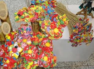 Flores de chita e fuxico do Grupo Gente Nossa
