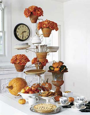 Suporte para talheres e pratos num suporte de vasos