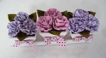 Trio de vasos com flores de fuxico da Maria Aparecida