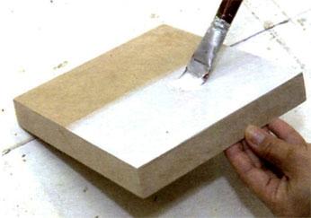 Pinte a base branca na tampa