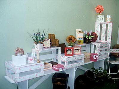Atelier da Maria Rita, com caixotes de feira