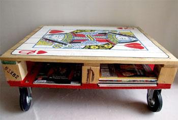 Mesa de centro com rodízios e pintura