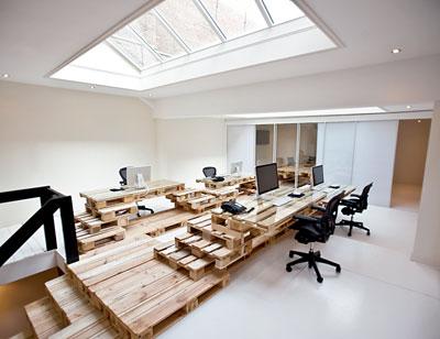 Escritório todo construído usando pallets