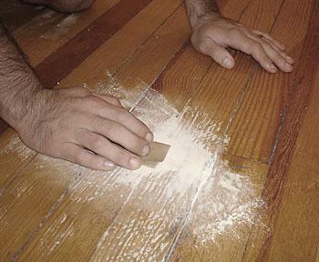 Colocando massa e retirando os defeitos da madeira