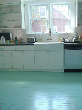 O piso pronto: como pintar seu piso de madeira