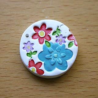 Detalhe do pingente de cerâmica plástica, a massa Fimo