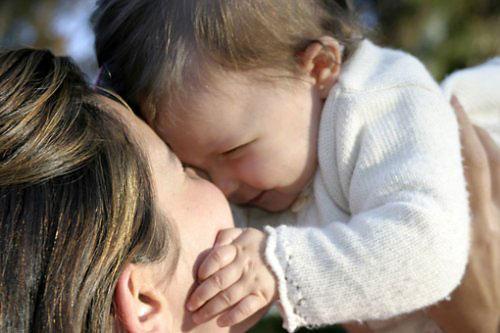 Um abraço amoroso é o melhor presente para a mamãe