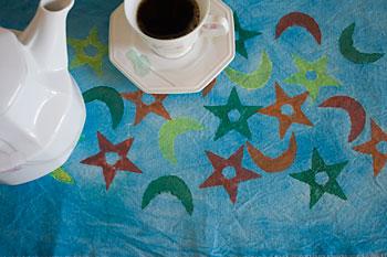 Detalhe do meu centro de mesa pintado com carimbos e aquarelada