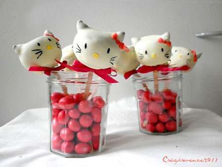 Bolo no palito Hello Kitty para decorar sua festa