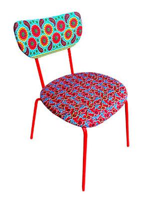 Cadeira Deja Vu customizada com estampas diferentes