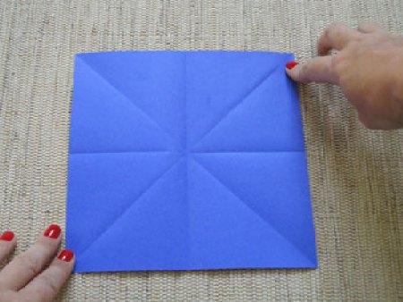 Marque com dobras o xis e a cruz dentro do quadrado