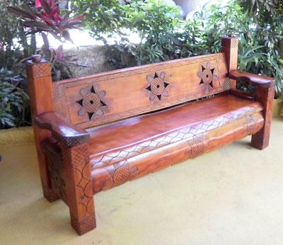 Banco rústico em madeira maciça para varandas