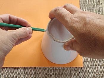 Risque um molde de círculo em seu papel