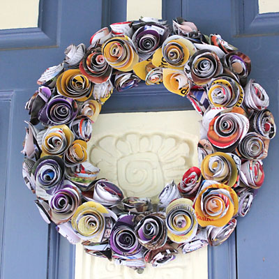 Guirlanda para a porta com rosas de papel