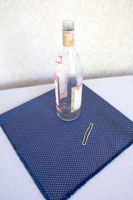 Material para fazer um furoshiki na garrafa