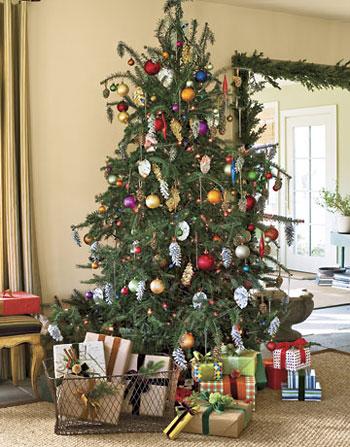 Pinhas coloridas ficam perfeitas como enfeites de árvore de natal
