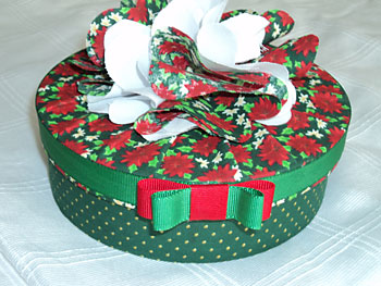 Caixa para presente revestida com tecido em motivos natalinos