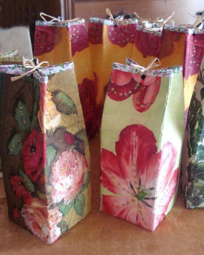 Embalagens tetrapak de suco e leite se transformam em pacotes de presente