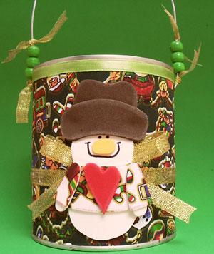 Lata reciclada com temas natalinos, para embalagem de presente