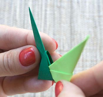 Encaixe as pontas do segundo módulo nas aberturas do primeiro