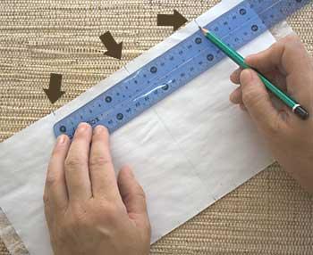 Marque uma linha no centro do papel e ajuste as medidas