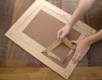 Remova o adesivo de acabamento