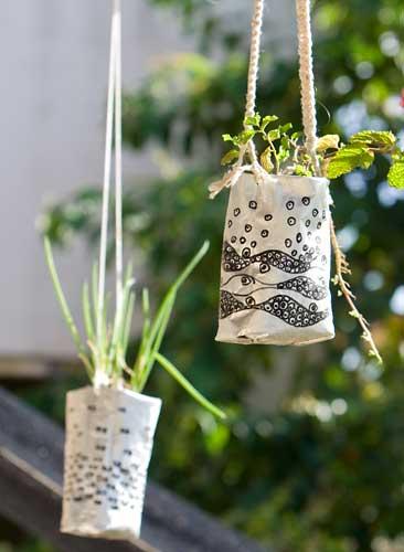Vasos para horta suspensa com reciclagem de embalagens de café