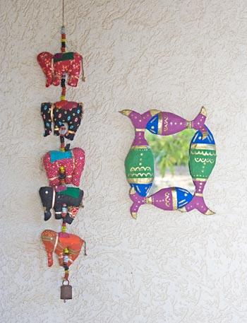 Componha sua decoração em estilo indiano usando figuras cheias de dourado