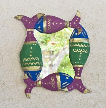 Moldura feita com papietagem e pintura em estilo indiano