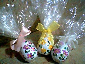 Ovos de páscoa pintados à mão