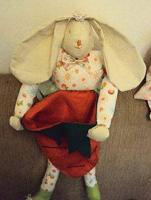 Boneco cesta de ovos de páscoa em tecido
