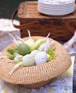 Chapéu de praia vira ninho para os ovos