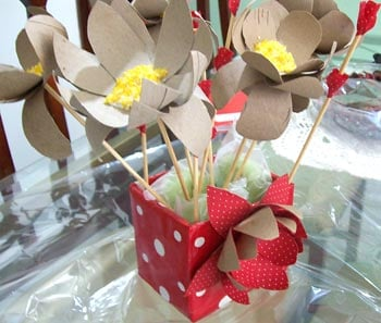 Flores de rolo de papel para fazer lembrancinhas
