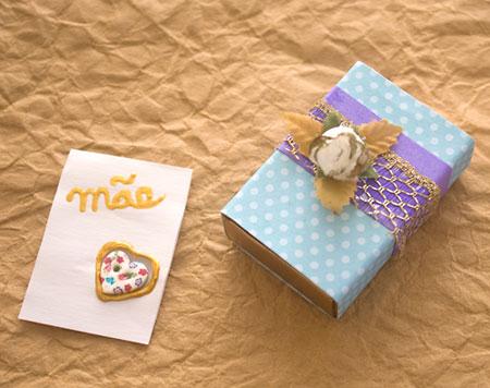Cartão-box traz dentro da caixa uma mensagem carinhosa ou um presente