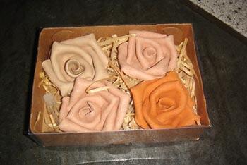 Rosas de cerâmica para presentear