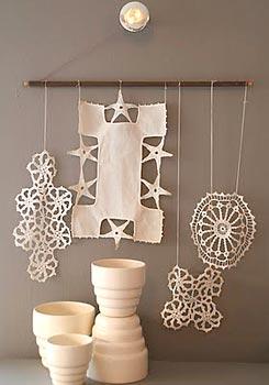 Panô decorativo feito com toalhinhas de crochê