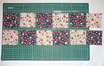 Corte 12 quadradinhos nos tecidos estampados