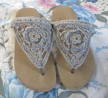 Sandálias customizadas com crochê