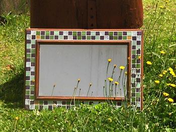 Porta de armário vira espelho com mosaico