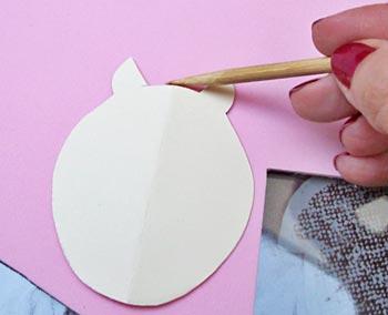 Desenhe os moldes no EVA