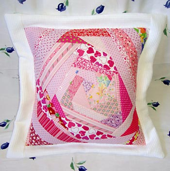 Capa de almofada com patchwork Crazy